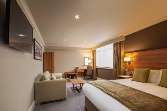 Cresta Court Hotel