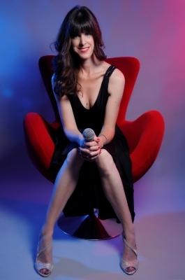 Vanessa Hastings - Solo singer/pianist